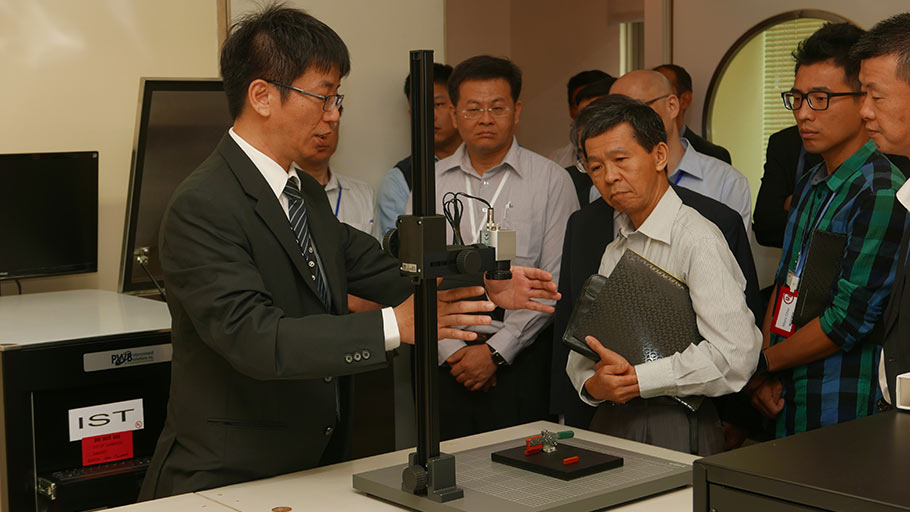 Taiwan PWB industry leaders visited the new UL PWB performance testing laboratory.