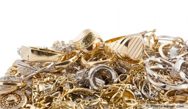 'All That Glitters Is Not Gold' — UL Experts Test for Jewelry Fakes