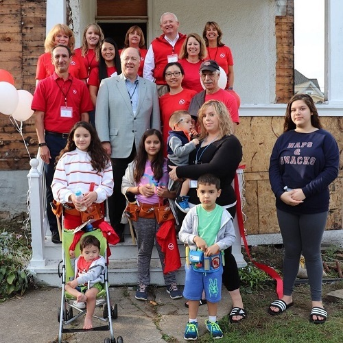 The Mejia family standing in front of the UL-sponsored house with UL employees, September 2018.