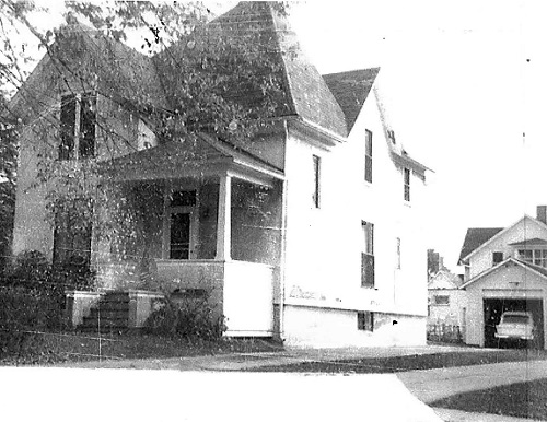 Earliest known picture of 309 Standish Street, ca. early 1960s. It was probably taken when the Murray Family lived in the house. Courtesy of the Elgin History Museum.